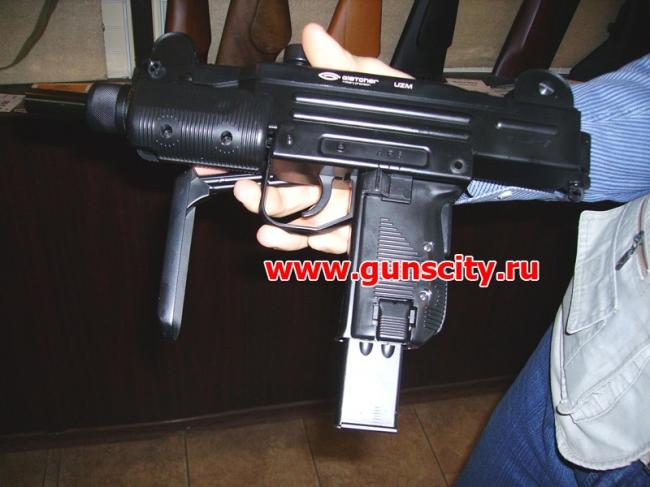 Пистолет пулемет uzi состоял или