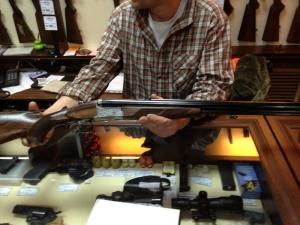 Гражданину, претендующему на получение лицензии на приобретение нарезного оружия, предъявляется требование о непрерывном владении не менее 5 лет охотничьим огнестрельным гладкоствольным длинноствольным оружием на момент подачи заявления